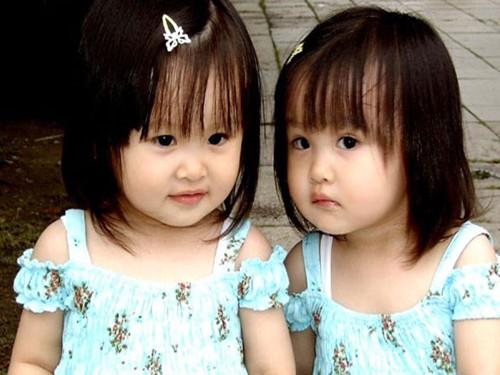 如何给不同月份出生的双胞胎起名字